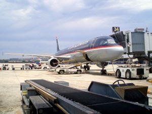 loading-airplane-556110-m.jpg